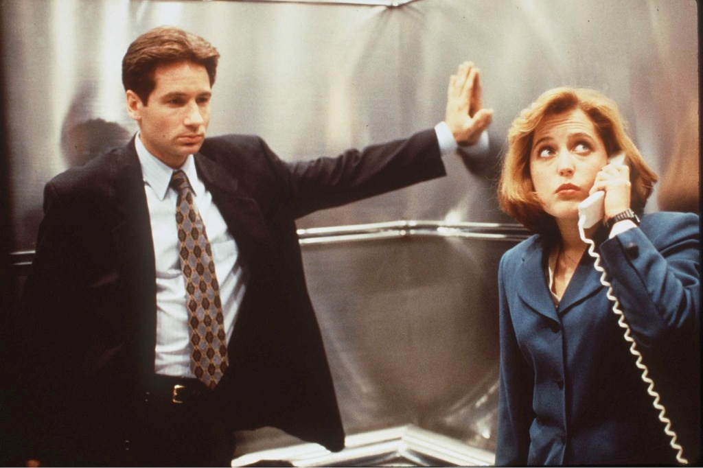 The X-Files Mulder & Scully in office